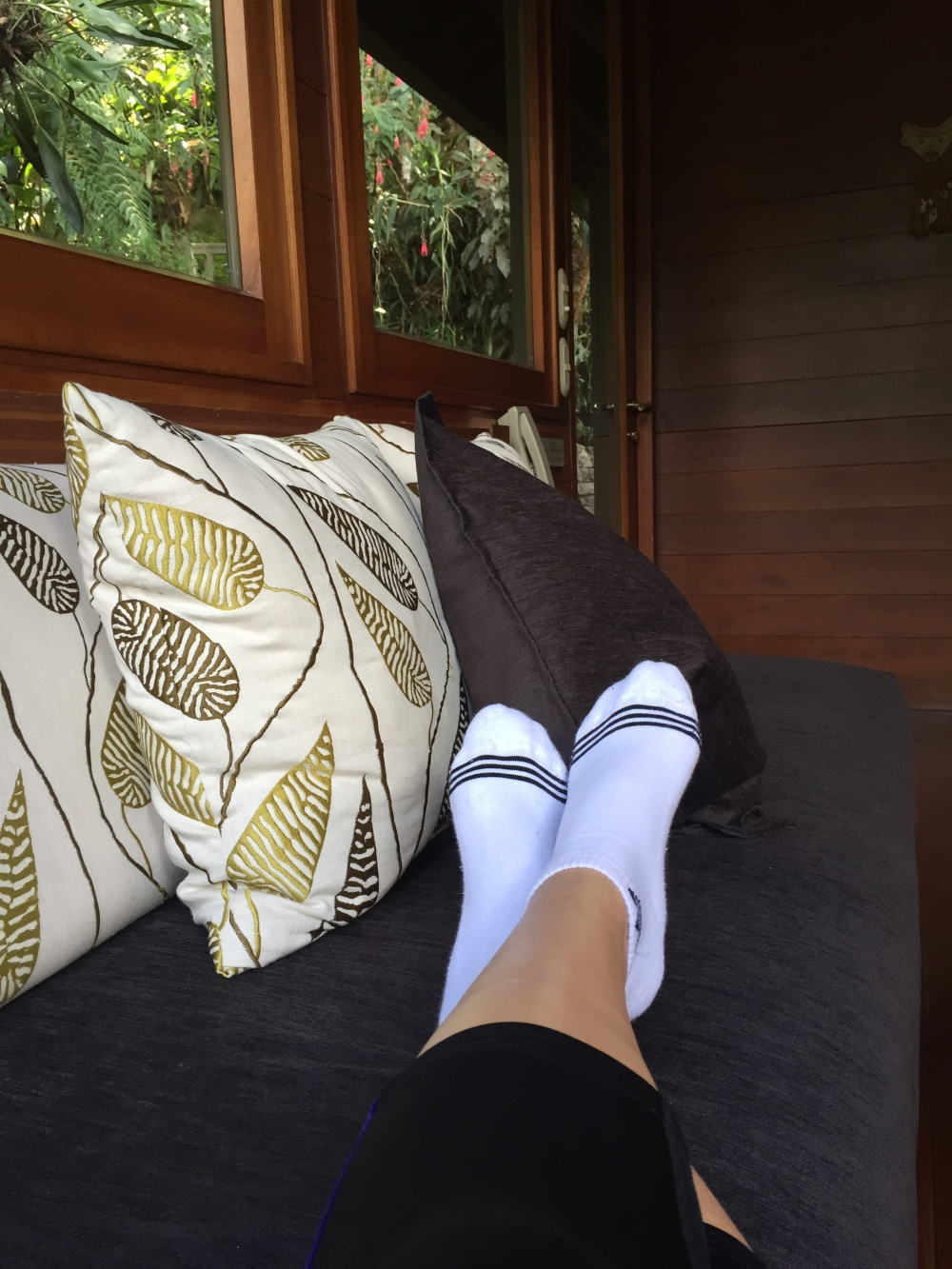 joojourneys_belmond_lounge_tiredfeet